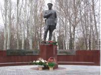 Памятник участковому милиционеру Григорию Шелкову в г. Пензе на ул.  Некрасова.